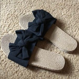 Never worn bow sandals